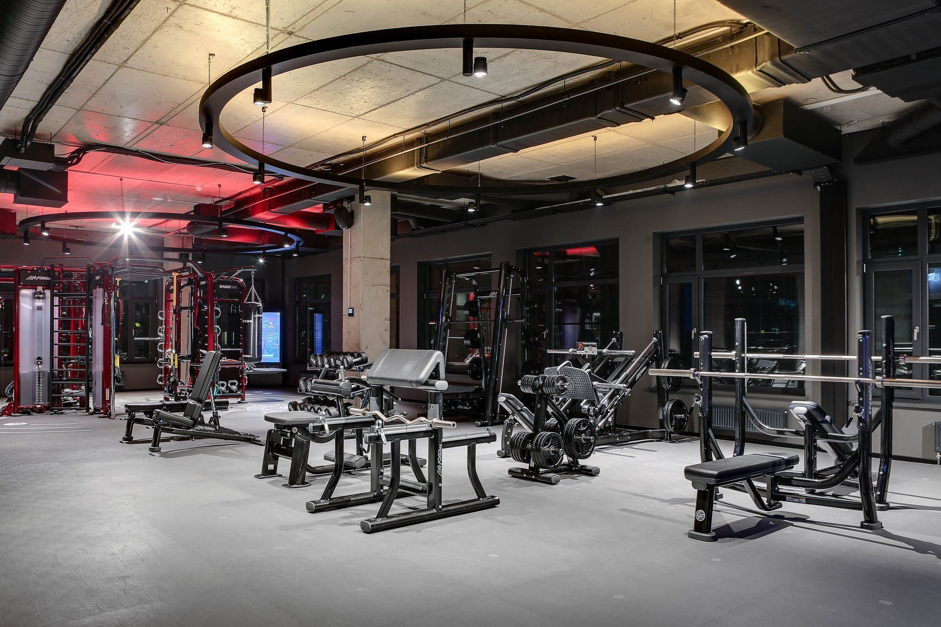 Porosity of flooring: why impermeability is important in rubber gym flooring